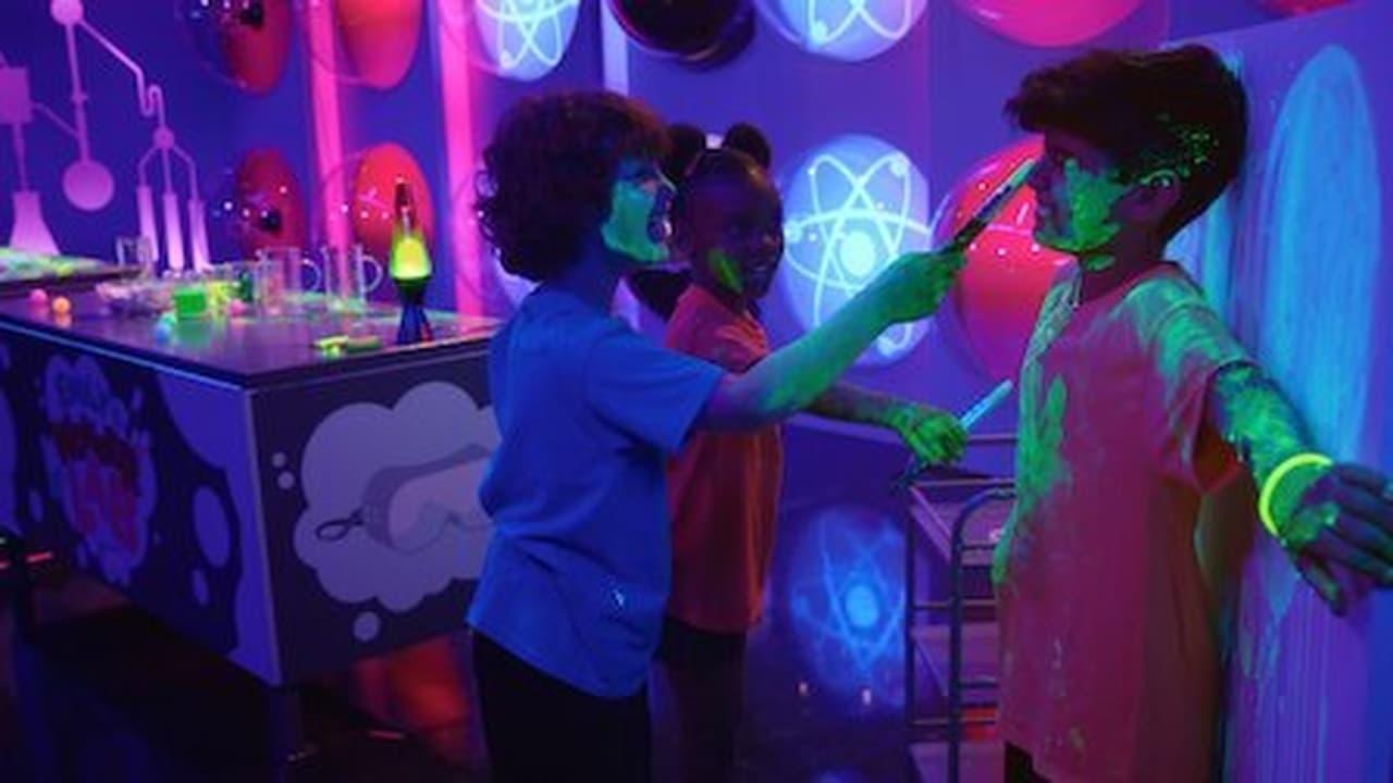 Emilys Wonder Lab Episode: Glow Party